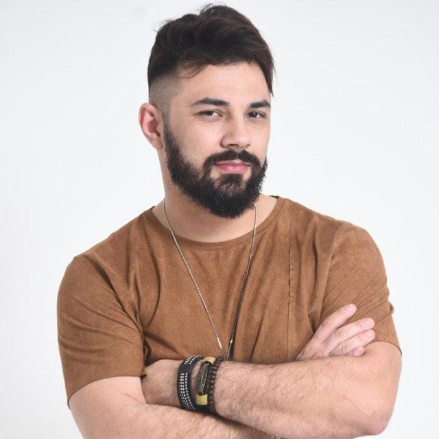 Dublador Raphael Rossatto emprestou a voz a Jaskier em The Witcher